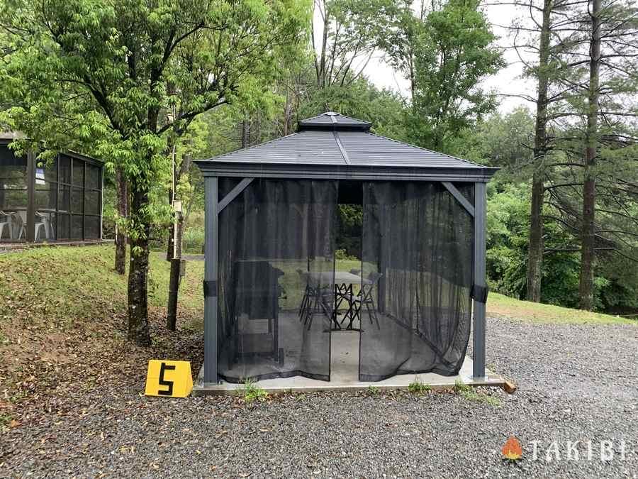 充実設備でアクセス良し!能勢温泉キャンプ場の3つの魅力 珍しいガゼボハウスが楽しめる!