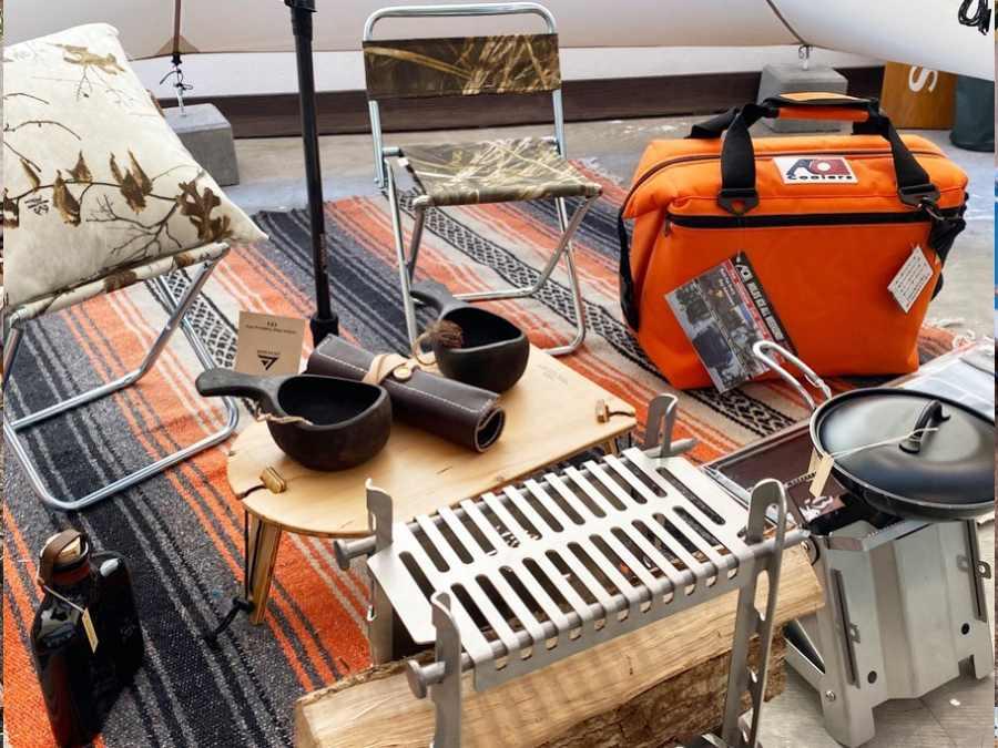 4.YOKA TRIPOD TABLE SOLO
