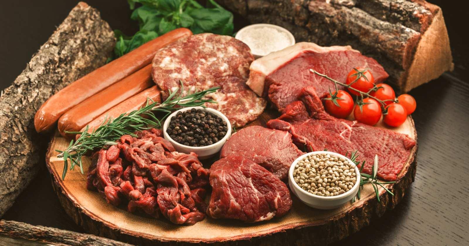 キャンプ飯に欠かせない肉料理!美味しく作るポイント&人気レシピ