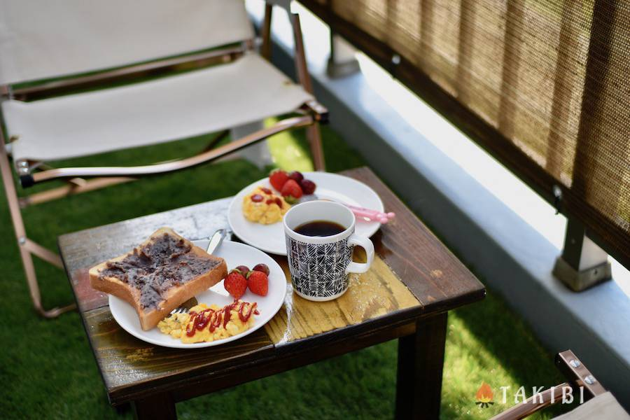 人工芝 トースト コーヒー